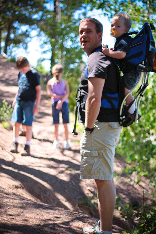 Kids-on-trail